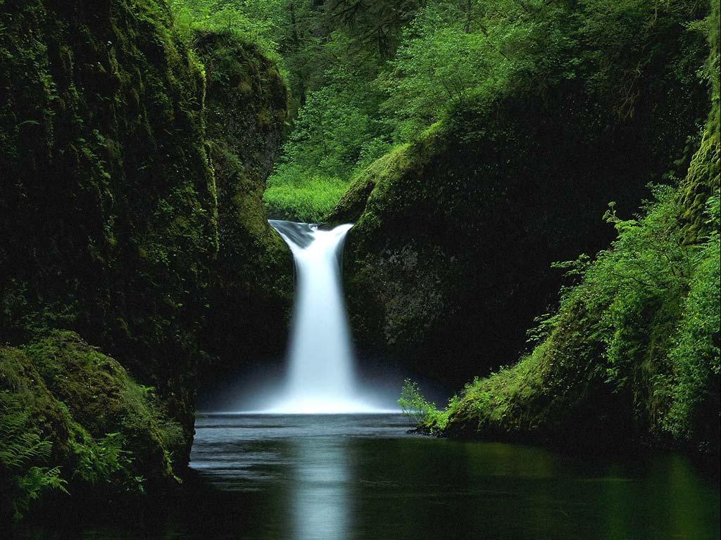 Brug in de natuur wallpaper stenen waterval bureaublad afbeelding